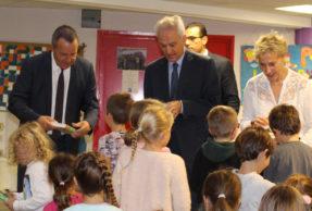 Stéphan Rossignol a offert leurs 1er Dico aux écoliers du CP.